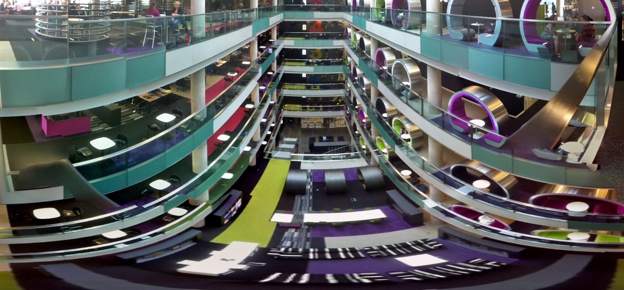 Kreatives Ambiente: Lichthof im BBC R&D Gebäude